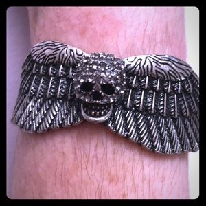 Beautiful Silver Tone Skull With Wings Cuff